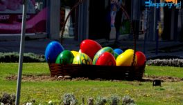 Великденска празнична украса по улиците на Благоевград